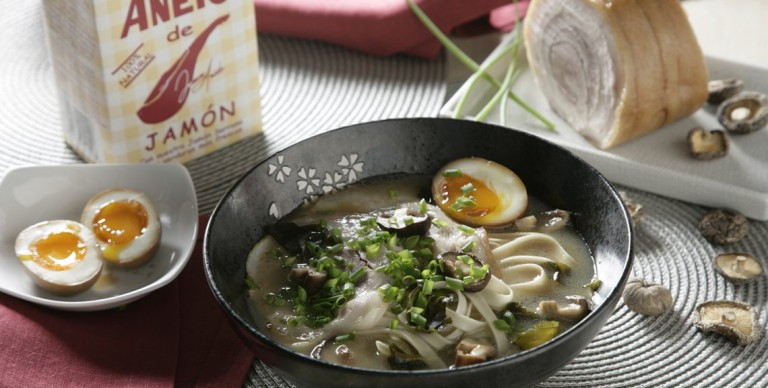 Ramen with bacon, egg, mushrooms & chives